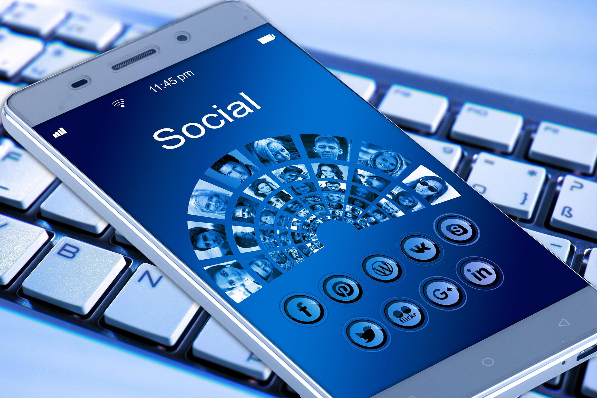 Uso de internet y redes sociales en menores