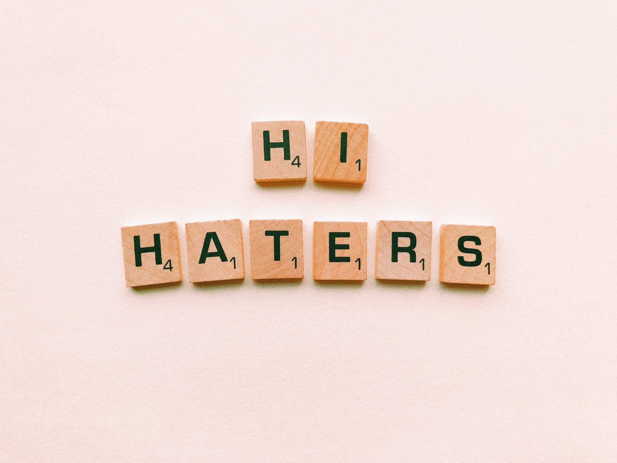 Personas Haters: »Los hostiles Online»